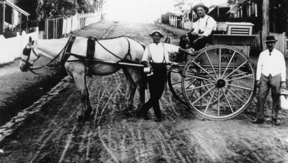 Milkmen with horse and cart Highgate Hill 1914