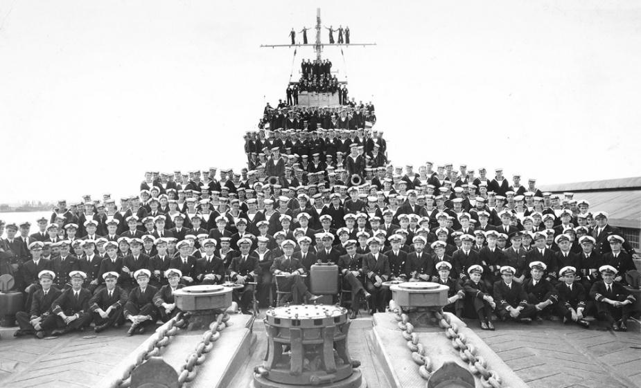 HMAS PERTH FREMANTLE 1941.jpg
