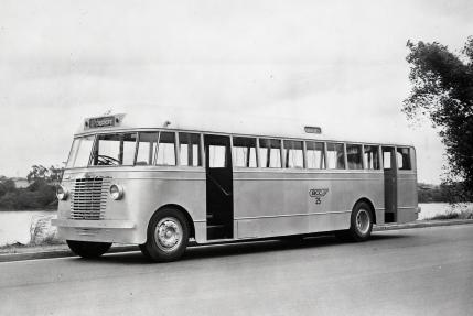 Brisbane City Council bus on Coronation Driv3