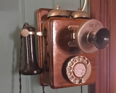 The AW37 type telephone