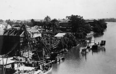 The riverside between Davies Park and the William Jolly Bridge in 1949. (Brisbane City Council)